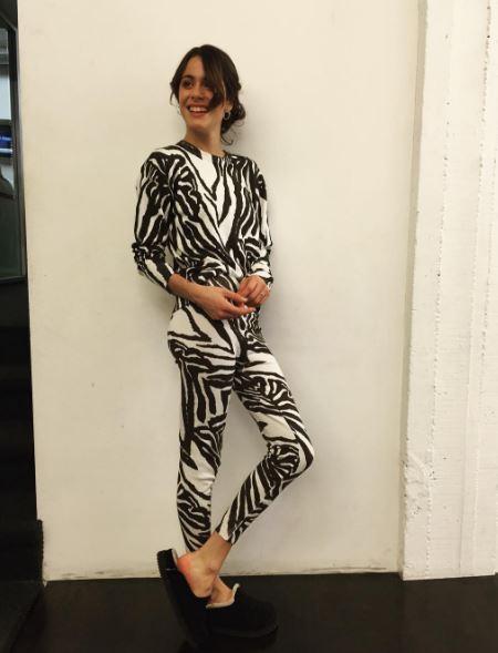 Martina Stoessel (Violetta) sensuale con la tutina zebrata FOTO