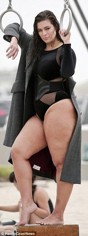 Ashley Graham, modella curvy ostenta le sue forme con orgoglio 6