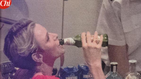 Charlene di Monaco su di giri? Si attacca alla birra e... FOTO