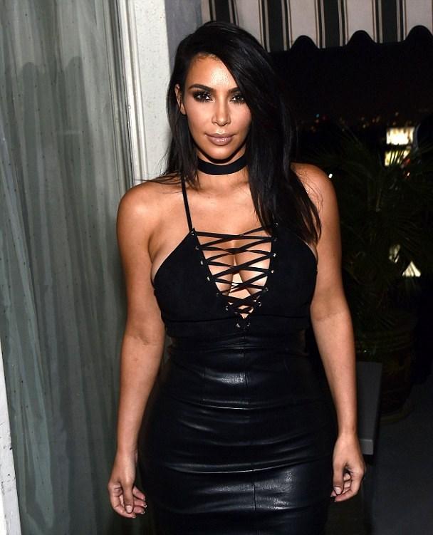 Kim Kardashian, look estremo al GQ Party