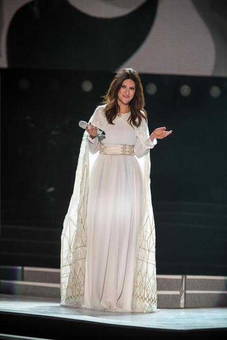 Laura Pausini regina di stile: ecco chi crea i suoi look