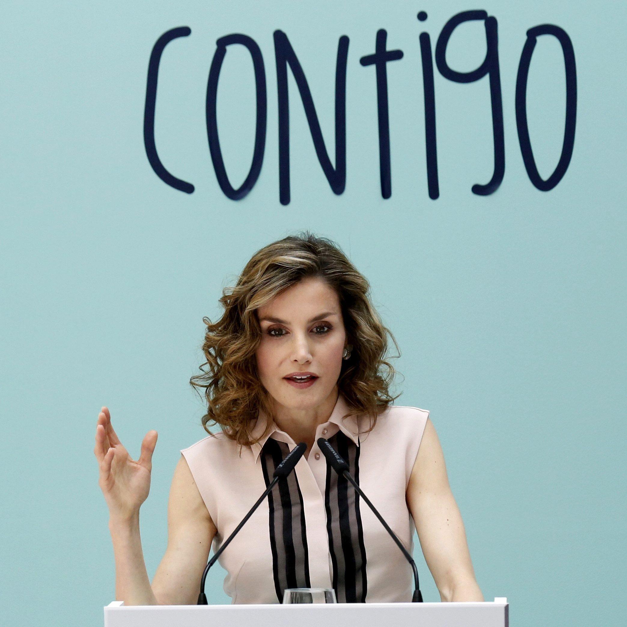Letizia Ortiz, look da urlo: tubino aderente e tacchi FOTO
