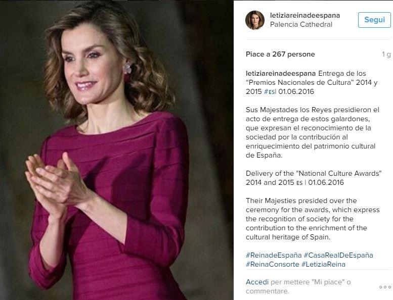 Letizia Ortiz look, abito aderente fucsia e tacchi FOTO v