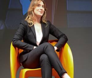 Maria Elena Boschi: completo aderente e tacchi FOTO