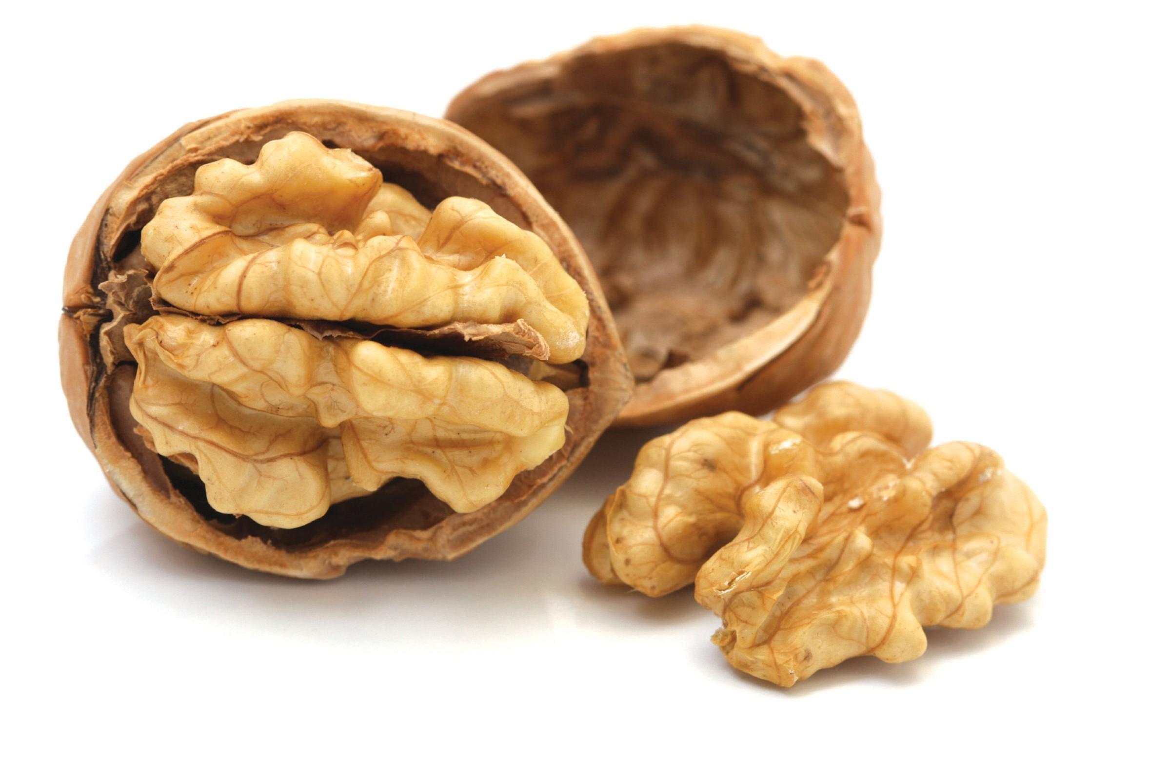 Dieta per prevenire artrite e infarto: noci, arance e non solo