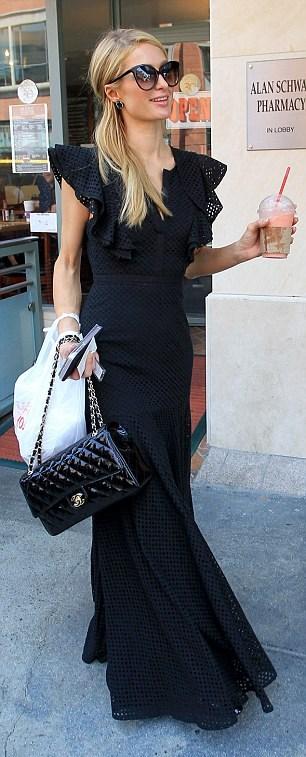 Paris Hilton e diamante al dito7