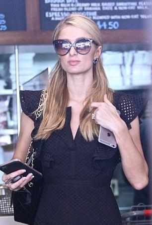 Paris Hilton e diamante al dito5