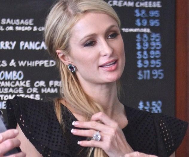 Paris Hilton e diamante al dito99