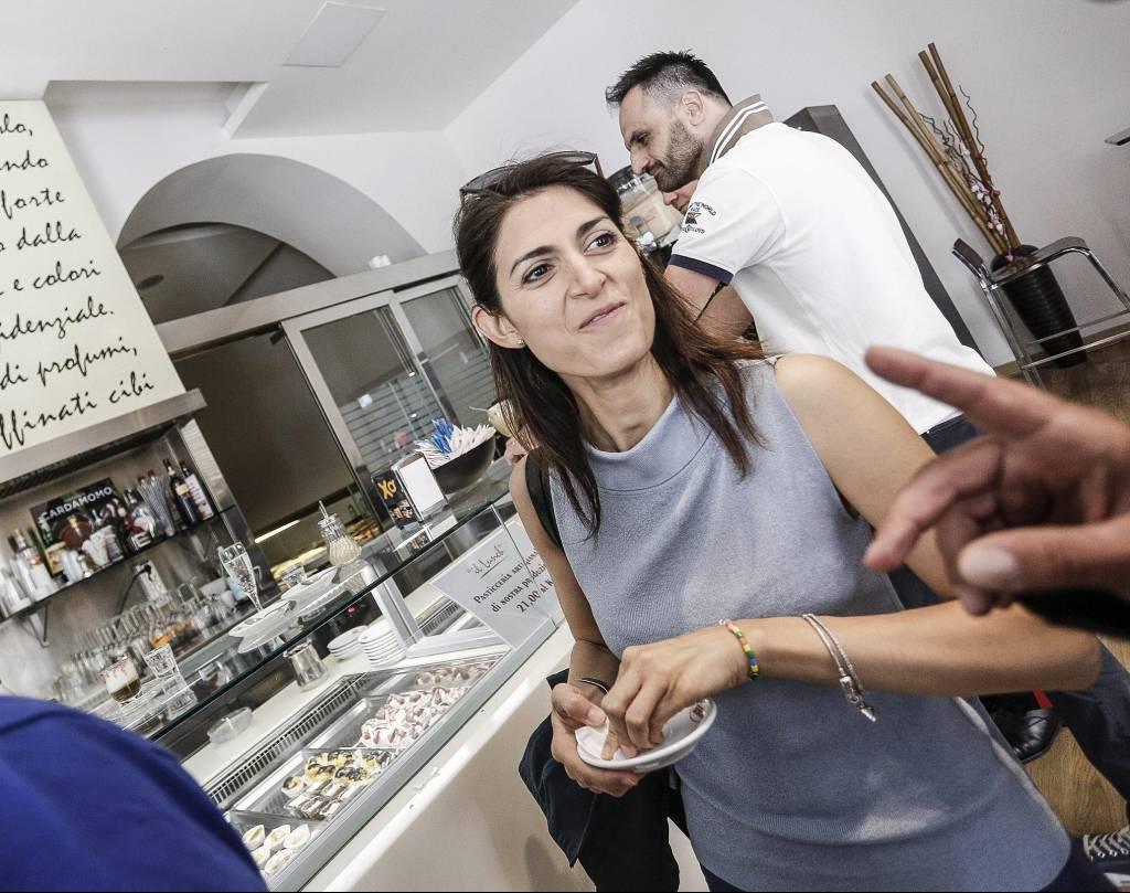 Virginia Raggi e marito Andrea Severini: quel dettaglio... FOTO