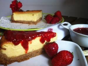 una Signora cheesecake, una ricetta bilanciata dalla mia amica Michela Gullini, molto molto cremosa e delicata, a mio avviso uguale a quella originale (oserei dire, anche meglio). E' una ricetta con l'utilizzo di diversi formaggi, vi possono sembrare eccessivi, ma è frutto di non pochi tentativi, al fine di ottenere gusto e consistenza come quella americana