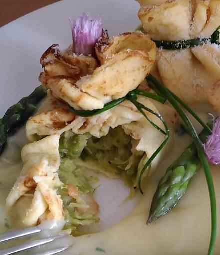 Fagottini di Patate su Crema di Asparagi