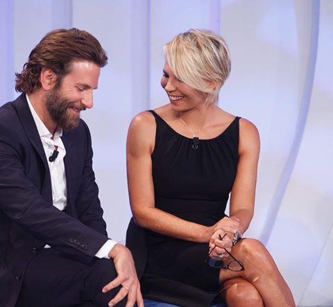 Bradley Cooper a C'è Posta per Te: FOTO con Maria De Filippi