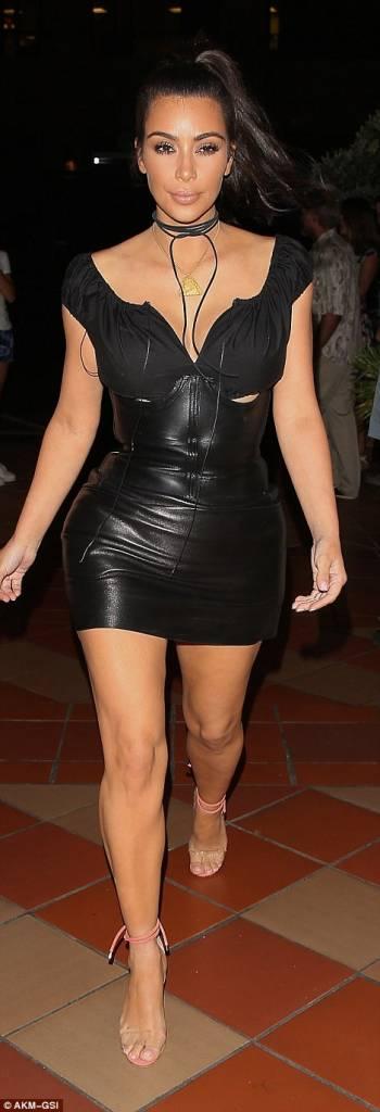 Kim Kardashian sempre più magra in abitino nero7