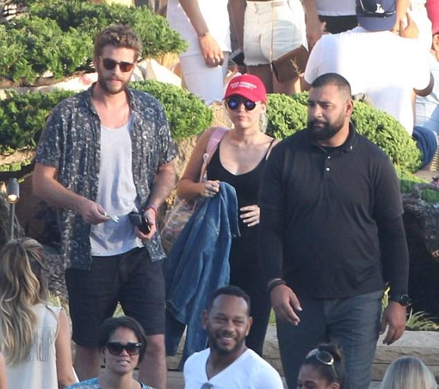 Miley Cyrus col cappellino pro-gay6
