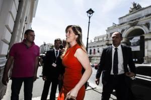Maria Elena Boschi look: tubino rosso e tacchi a spillo FOTO