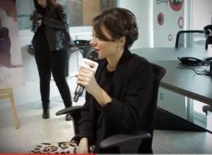 Martina Stoessel a Radio Disney: pantaloni leopardati VIDEO