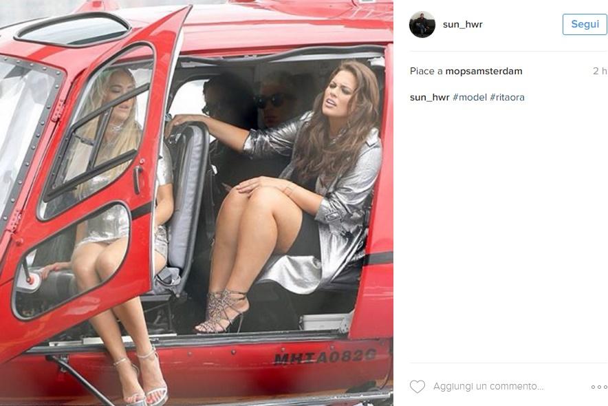 Rita Ora scende dall'elicottero e... incidente sfiorato FOTO