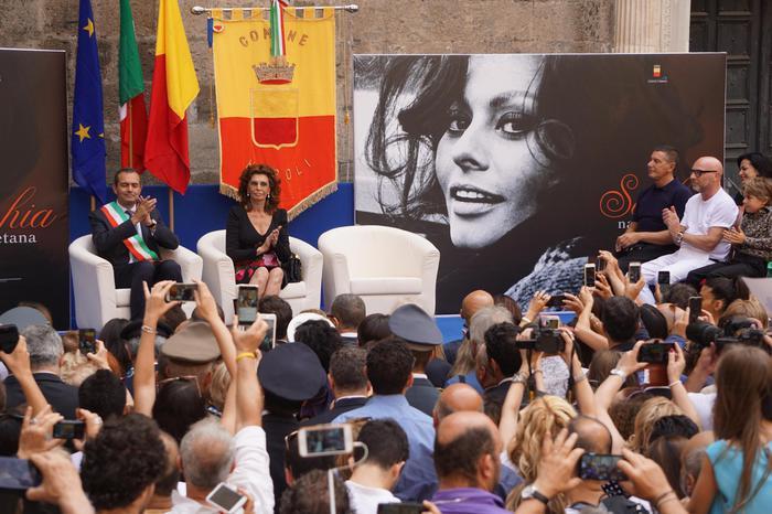 """Sophia Loren cittadina onoraria di Napoli: """"Tanto amore intorno a me"""""""