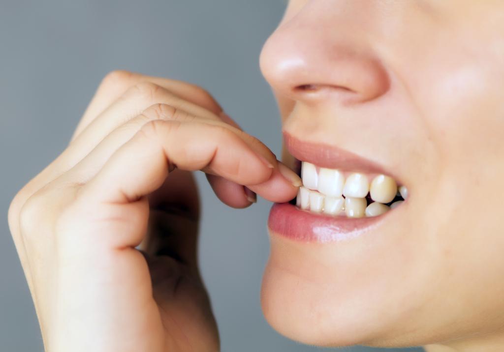 Mangiarsi le unghie, succhiarsi il pollice protegge da allergie