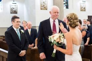 Accompagnata all'altare dall'uomo che ha il cuore del padre2