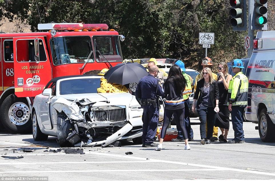 Kylie Jenner e sorelle, paura per mamma Kris: incidente in auto7
