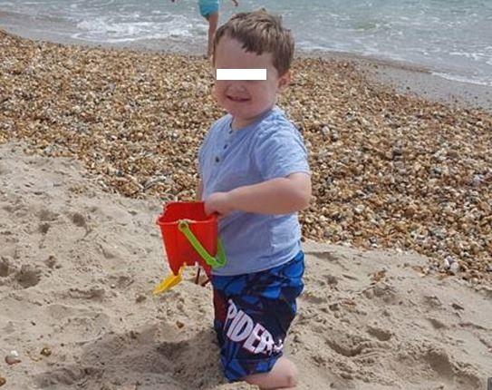 Perde gambe e dita per un errore sanitario: storia del piccolo Reuben