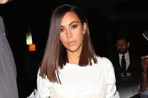 Kim Kardashian magrissima: abitino e gambe in vista3