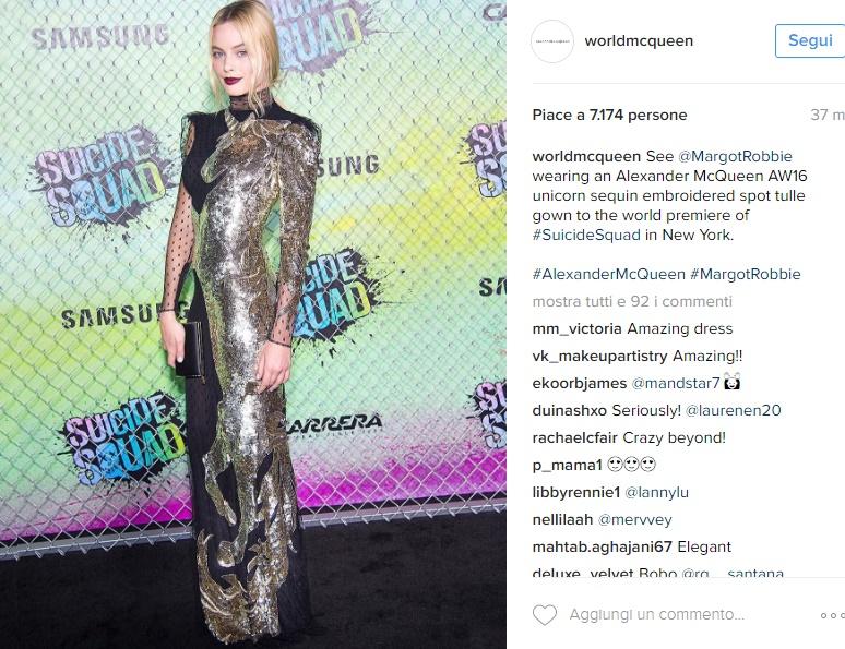 Margot Robbie, abito lungo e trasparenze per Suicide Squad FOTO