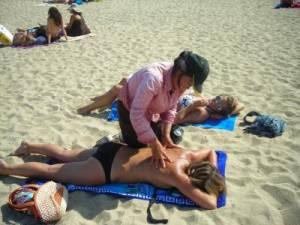 Massaggi in spiaggia, attenzione a dermatiti e micosi