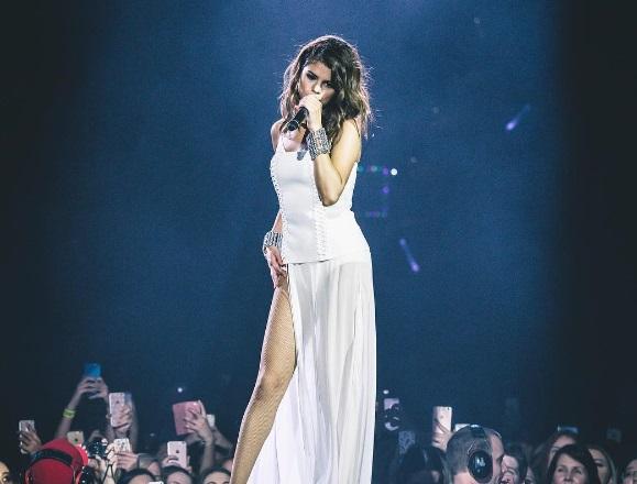 è Selena Gomez uscire con nessuno in questo momento Marshall CAB dating