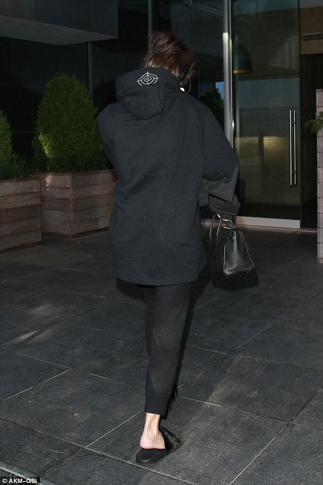 Kim Kardashian, come sei vestita2