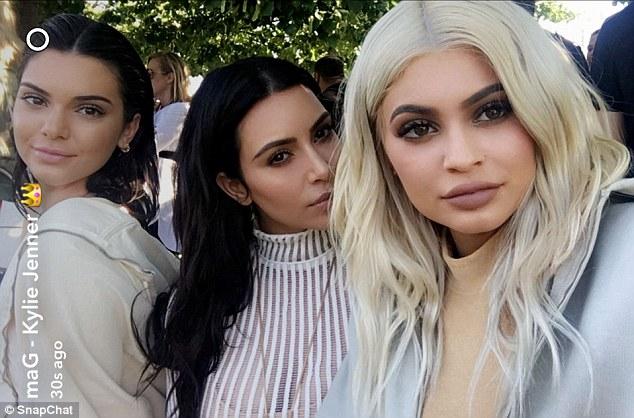 Kylie Jenner scandalosa: shorts cortissimi e top estremo3