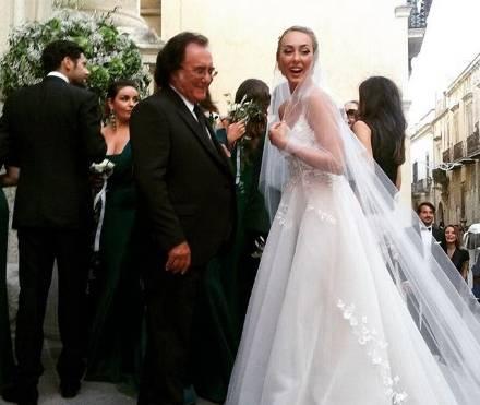 Cristel Carrisi sposa: chi è lo stilista dell'abito e FOTO matrimonio