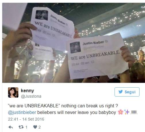 Justin Bieber si commuove: il gesto incredibile dei fan FOTO