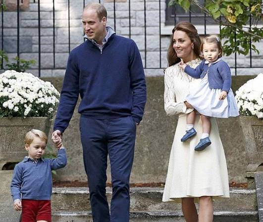 Kate Middleton impeccabile in abito bianco. E Charlotte... FOTO
