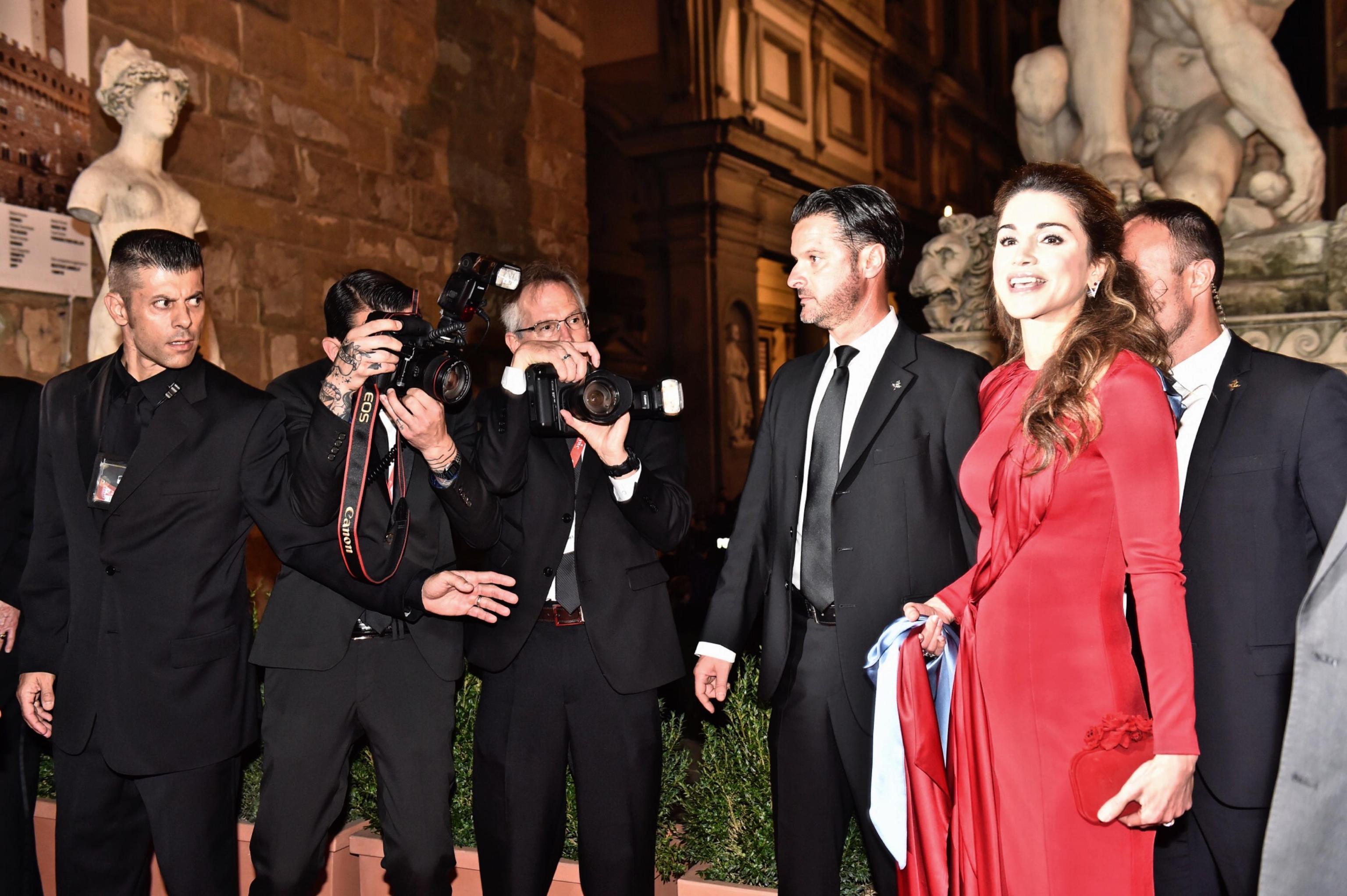 Charlotte Casiraghi, Rania di Giordania: passione rosso! FOTO
