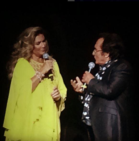 Romina Power, caftano giallo per il concerto in Canada FOTO