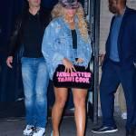 Beyonce, shorts cortissimi e gambe in vista