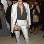 Alessandra ambrosio osa: camicia sensuale e sotto
