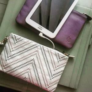 La borsa carica cellulare: non potremo più farne a meno FOTO