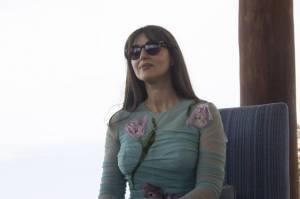 Monica Bellucci, sensuale in abito D&G ma... sbaglia scarpe