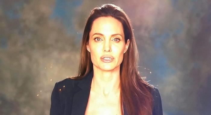 Angelina Jolie, prima apparizione in pubblico dopo divorzio: campagna per bimbi