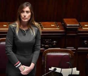 Maria Elena Boschi, tubino grigio aderente: impeccabile FOTO