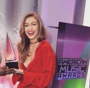 Gigi Hadid accusata di razzismo agli AMA. Voleva essere ironica ma...