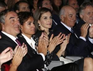 Letizia Ortiz look, tailleur nero e tacchi FOTO