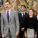 Letizia Ortiz look, longuette e tacchi per la regina FOTO