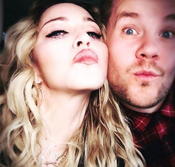 Madonna si dà al karaoke: in auto di James Corden FOTO