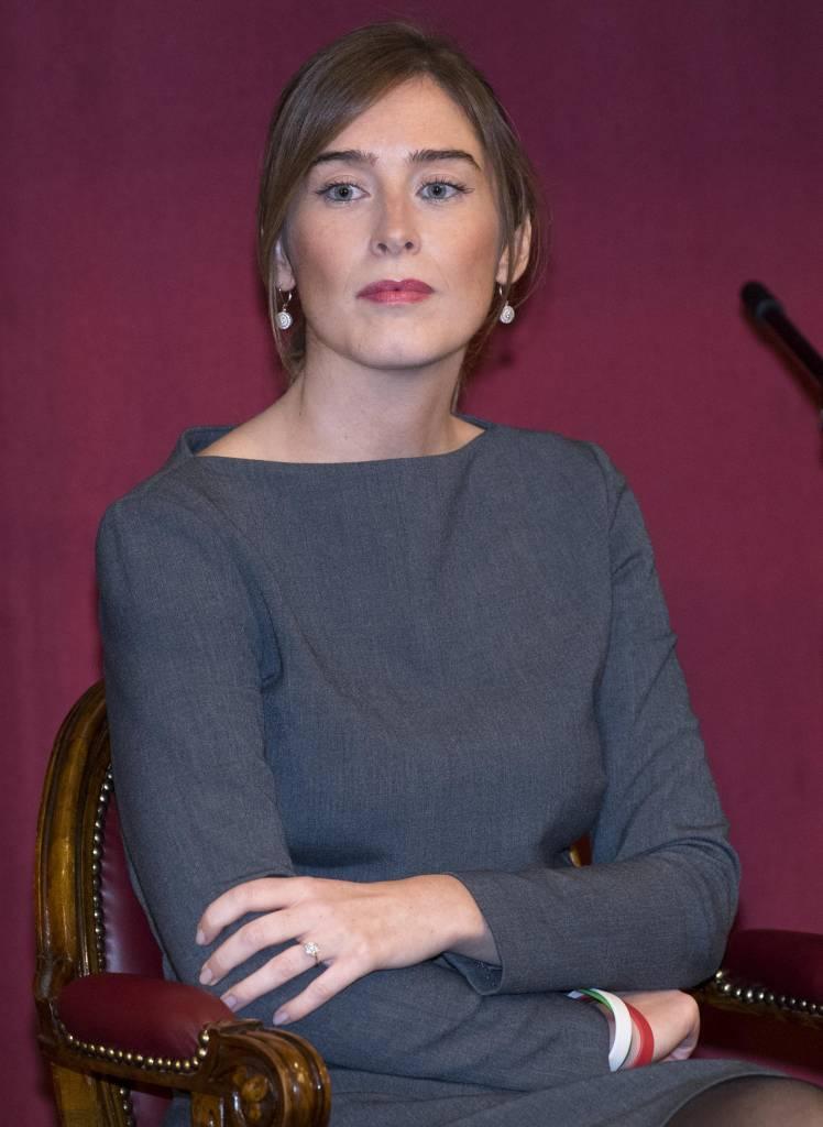 """Maria Elena Boschi, abito grigio e tacchi per anteprima film """"Io ci sono"""""""