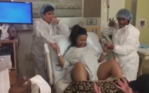 Blac Chyna, Rob Kardashian genitori: Mannequin Challange in sala parto