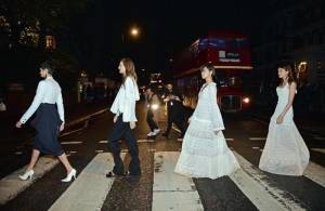 Stella McCartney omaggia i Beatles: sfilata ad Abbey Road